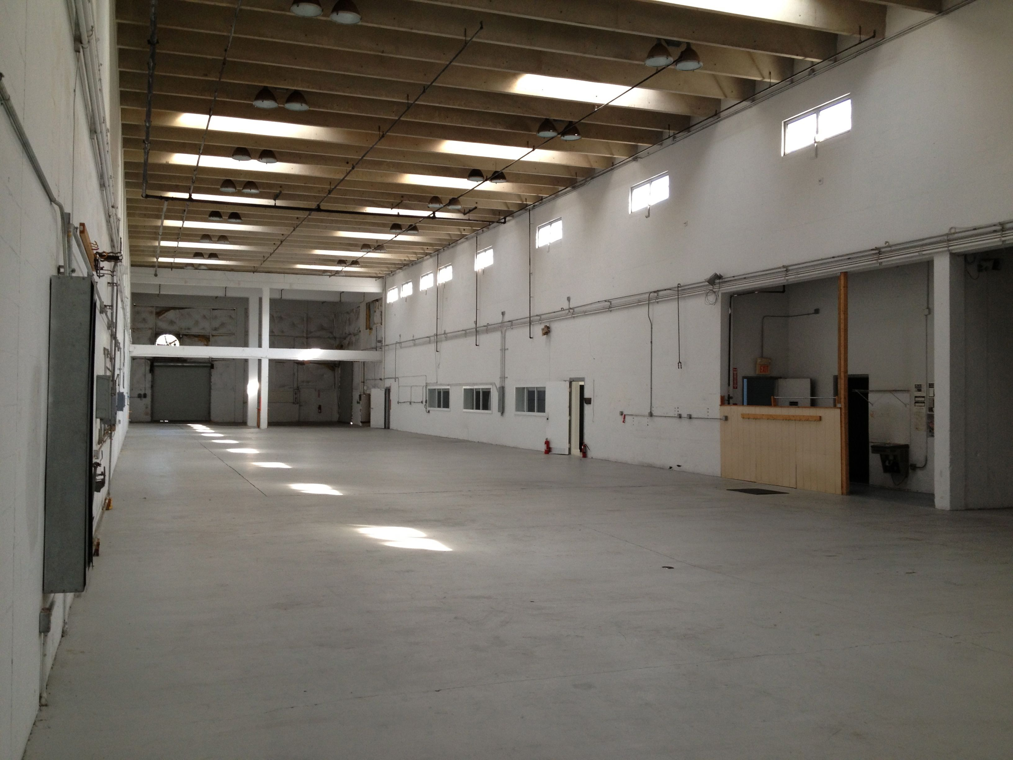office and warehouse space. Very Clean Warehouse Space For Lease \u2013 30\u2033 Ceilings, Three 12\u2032 On-grade Doors 3,000 SF Of Nicely Finished Office $3.50/SF NNN Pass Throughs Are And S